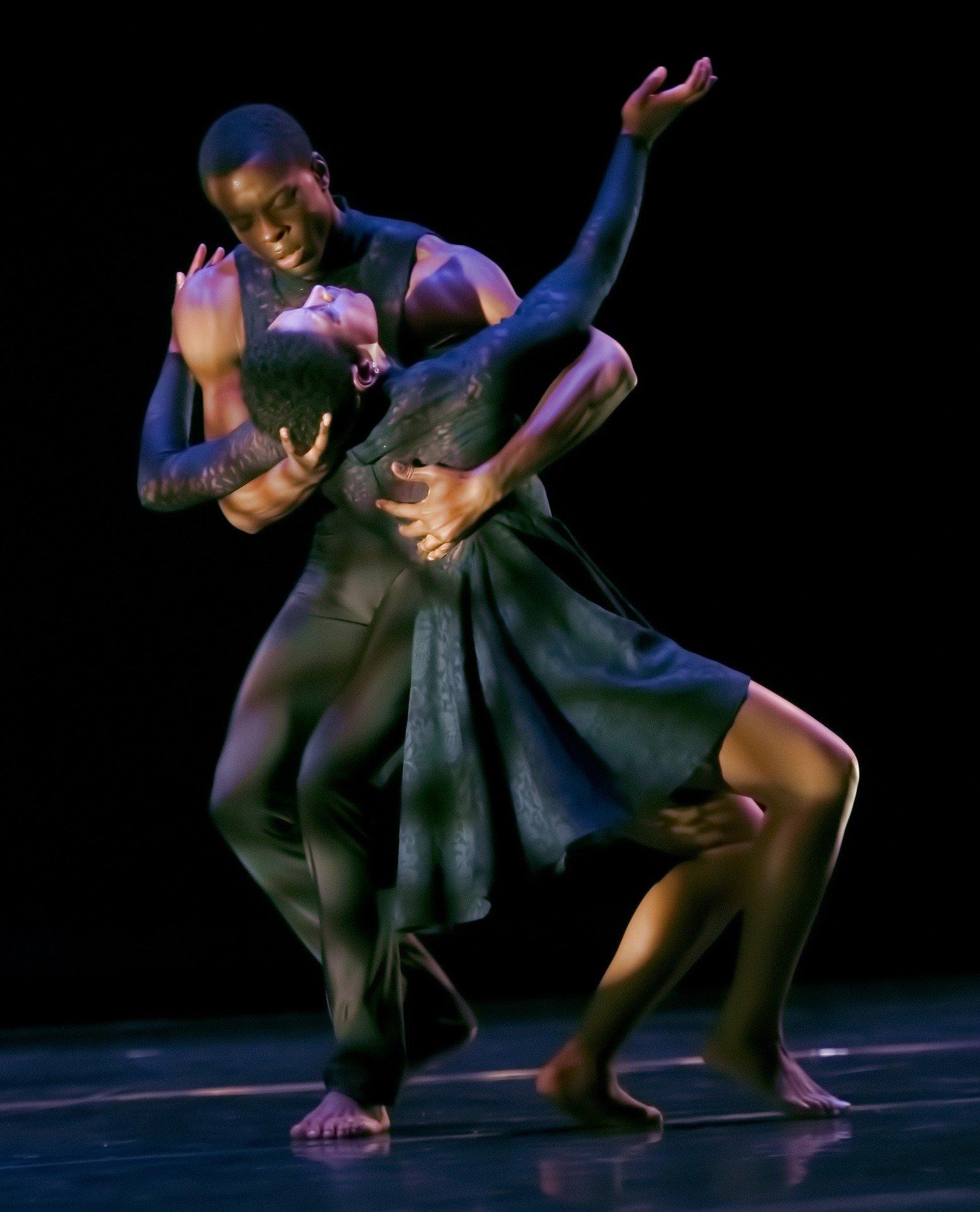 dancer-4663734_1920