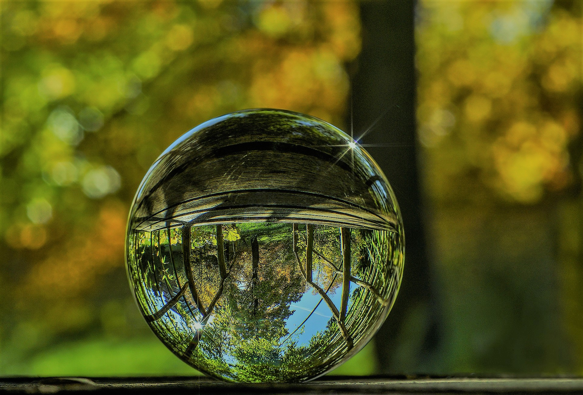 glass-ball-2235129_1920